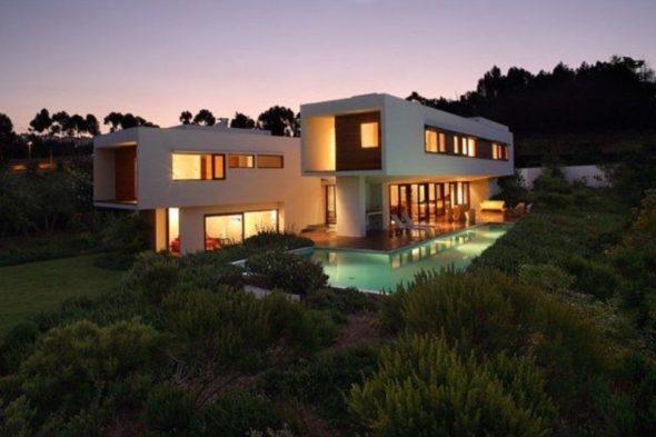 Modern Outdoor Pool Design