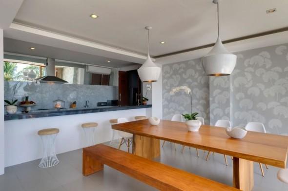 Malimbu Cliff Villa - Classic Wooden Table