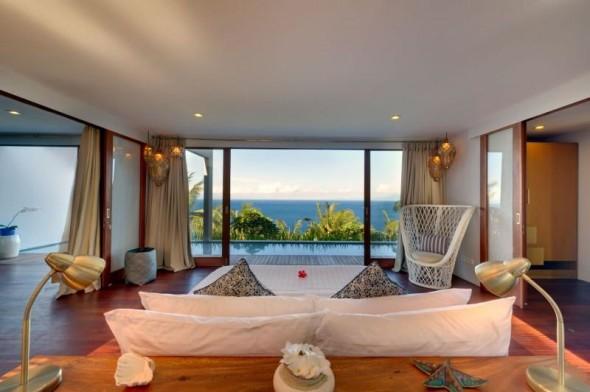 Malimbu Cliff Villa - Master Bedroom