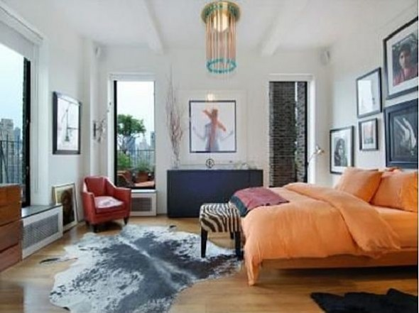 Jennifer Aniston Bedroom in New York City2s