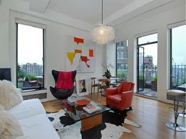 Jennifer Aniston Living Room New York City4b