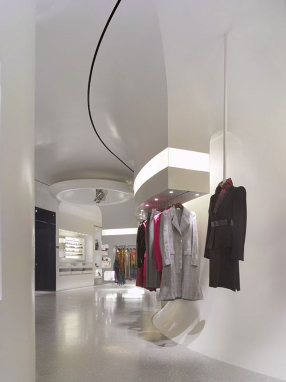 New Alexander McQueen, William Russell has designed the new Alexander McQueen store in Los Angeles