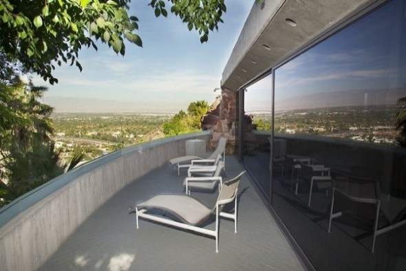 The Elrod House by John Lautner balcony from The Bond's Movie