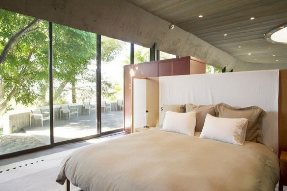 The Elrod House by John Lautner bedroom from The Bond's Movie