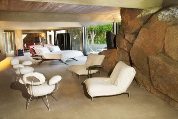 The Elrod House by John Lautner spa room from The Bond's Movie