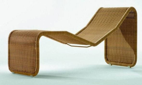 Flowing Wicker Chaise Lounge