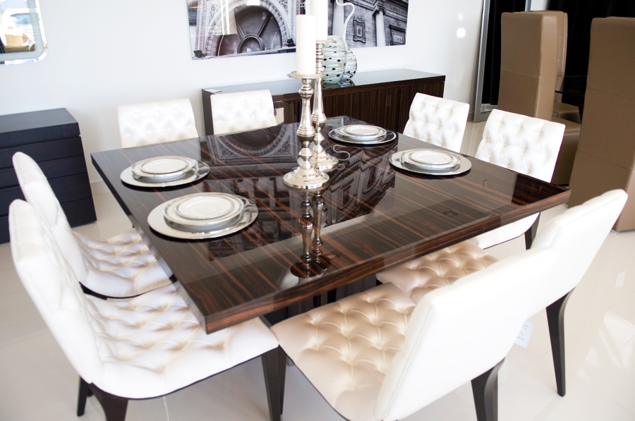 Glamorous dining room by frinifurniture